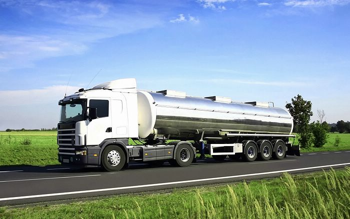 http://www.wallcoo.net/car/trucks/images/Tank_Truck_Fuel_Truck.jpg