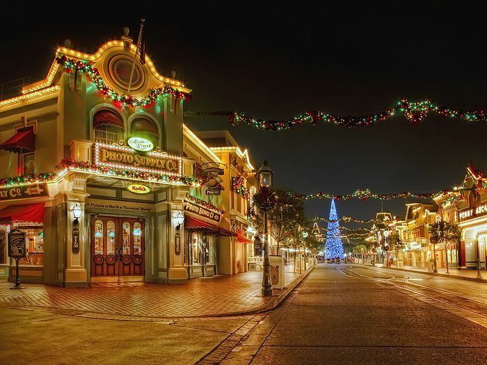 29 christmas night at disneyland wallpapers disneyland main street decorations in christmas wallpaper11