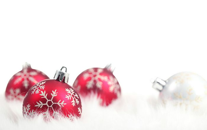 Christmas baubles on white cotton Pictures 27 - Wallcoo.