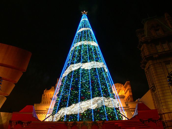 twinkle christmas moment christmas night wallpapers fantasy giant christmas tree illuminations wallpaper 7 - Giant Christmas Tree