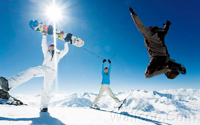 HQ Winter Fun Images 3038930 Ski Resort   Snow Fun In The Alps