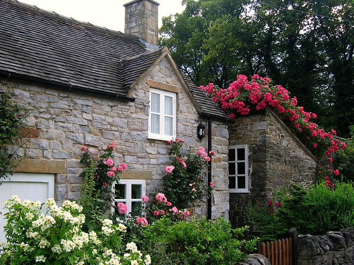 England Gardens Roses Cottage Garden In Tissington Derbyshire