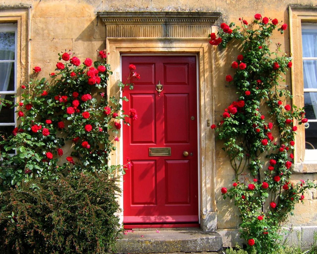 Red door in the cotswolds o 1280x1024 desktop for Wallpaper for home entrance