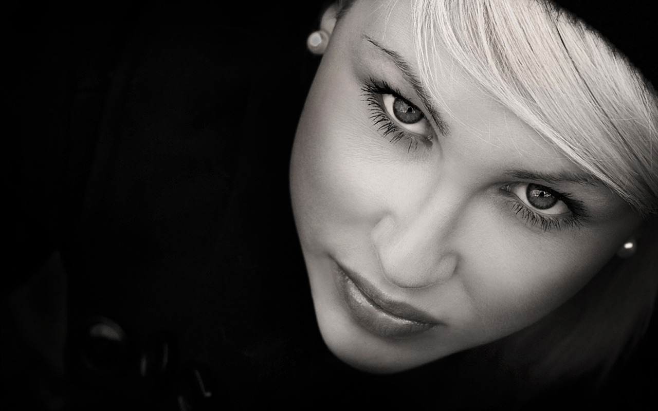 Top Portrait Photography Composition Tips - Portrait Photography Black And White Woman With Red Lips