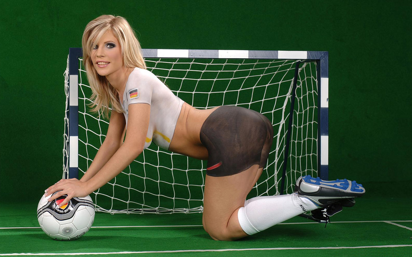World cup babes body painting jersey1440x900 no 6 for Best online photo gallery